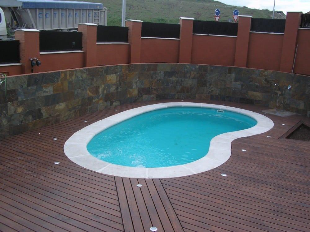 Precio piscina poliester ideas de disenos for Piscinas instaladas precios